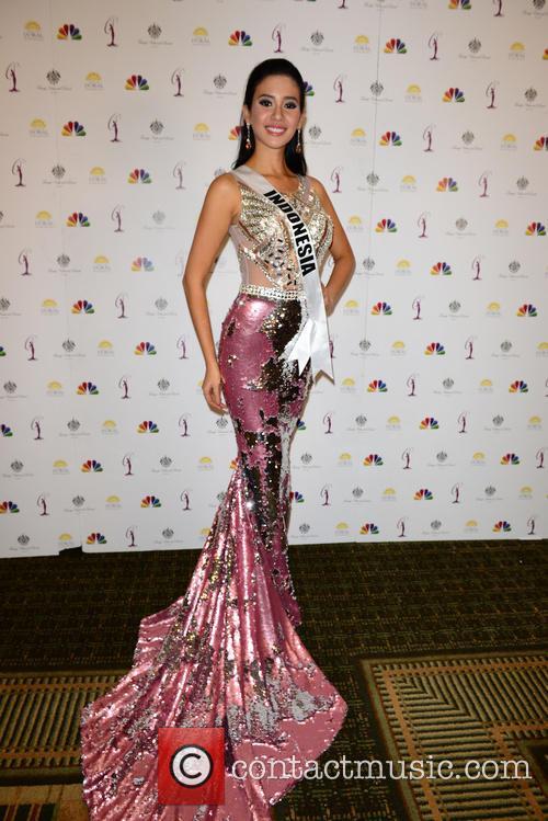 Miss Indonesia Elvira Devinamira 6