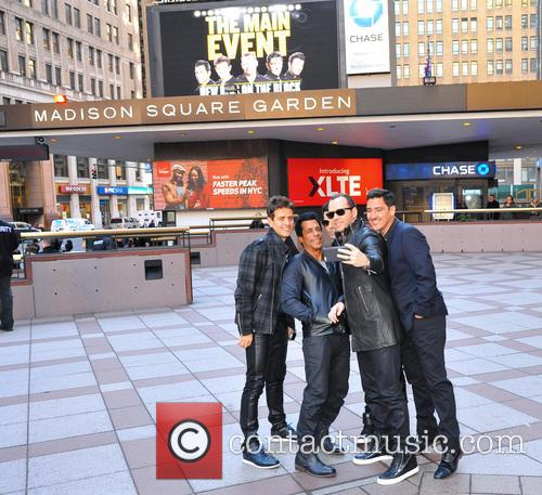 Joey Mcintyre, Danny Wood, Jordan Knight, Donnie Wahlberg and Jonathan Knight (nkotb) 2