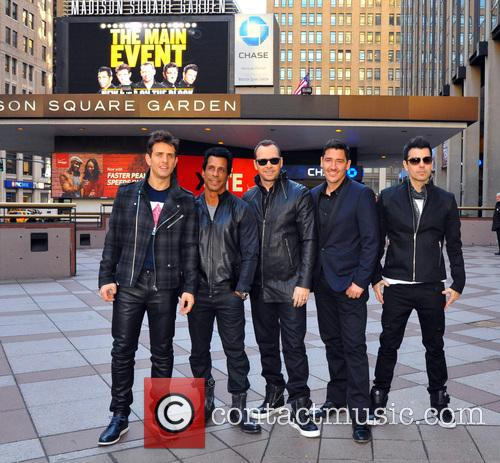 Joey Mcintyre, Danny Wood, Jordan Knight, Donnie Wahlberg and Jonathan Knight (nkotb) 3