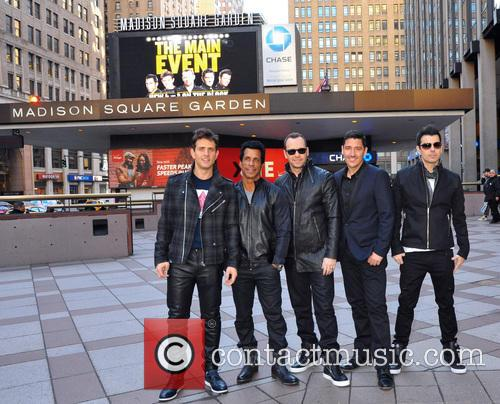 Joey Mcintyre, Danny Wood, Jordan Knight, Donnie Wahlberg and Jonathan Knight (nkotb) 4