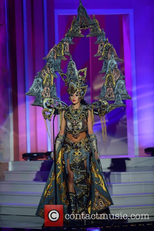 Miss Indonesia Elvira Devinamira 2