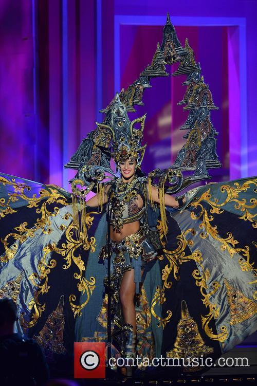 Miss Indonesia Elvira Devinamira 3