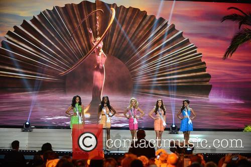Miss Guyana Niketa Barker, Miss Haiti Christie Desir, Miss Hondruas Gabriela Ordonez, Miss Hungary Henrietta Kelemen and Miss India Noyonita Lodh 1