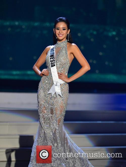Miss Indonesia Elvira Devinamira 4