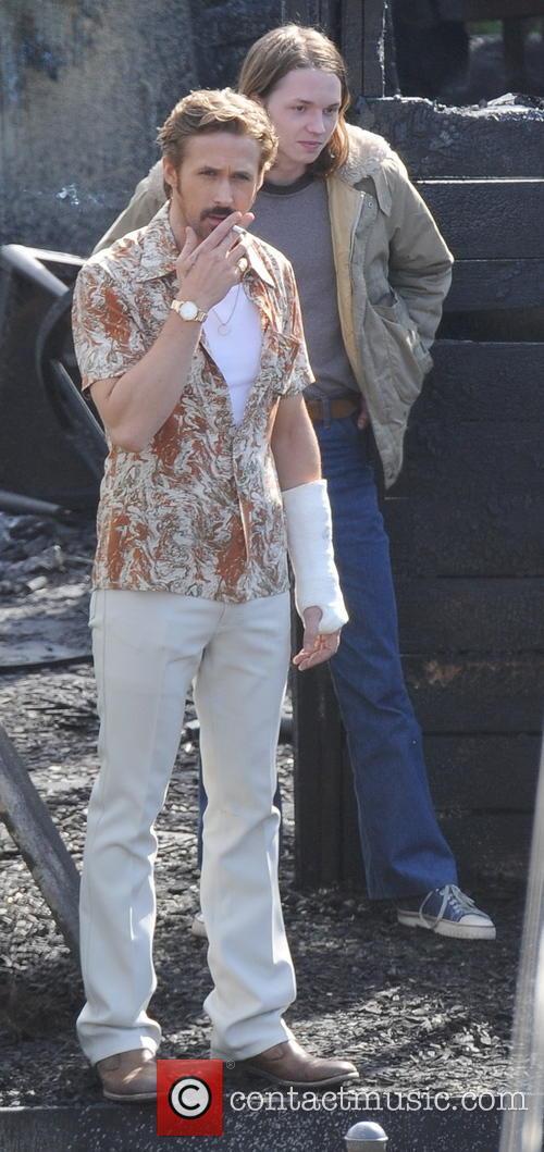 Ryan Gosling is smoking hot on set