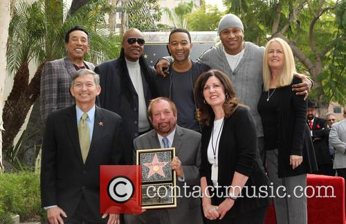 Smokey Robinson, Stevie Wonder, John Legend, Ll Cool J, Leron Gubler and Ken Ehrlich 4