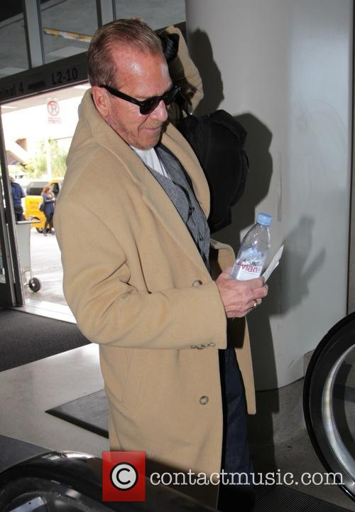Pat O'Brien departs from LAX airport