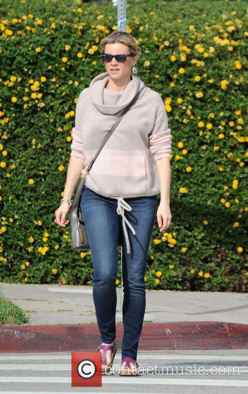 Amy Smart spotted outside Lemonade restaurant in West...