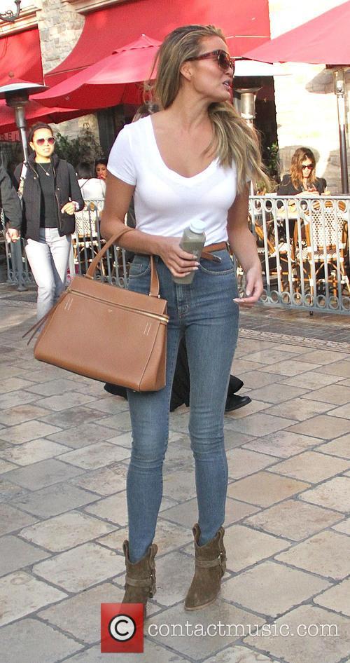 Chrissy Teigen 6