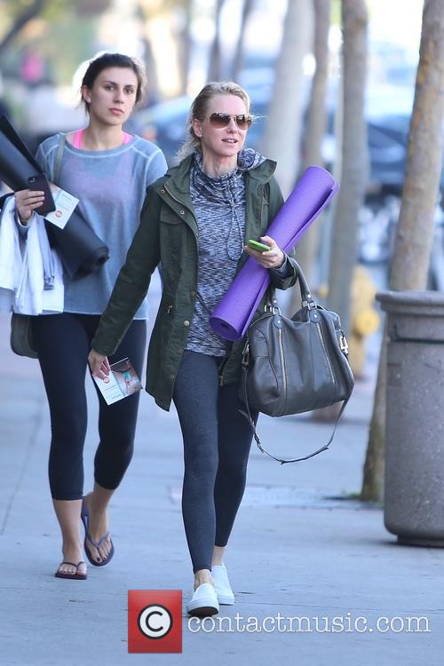 Naomi Watts leaves a yoga class