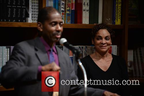 Avery Sharpe and Jasmine Guy 9