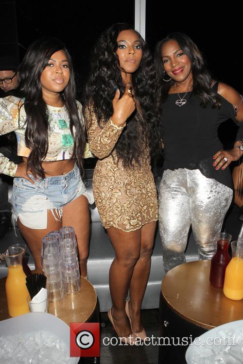 Kenashia Douglas, Ashanti and Tina Douglas 2