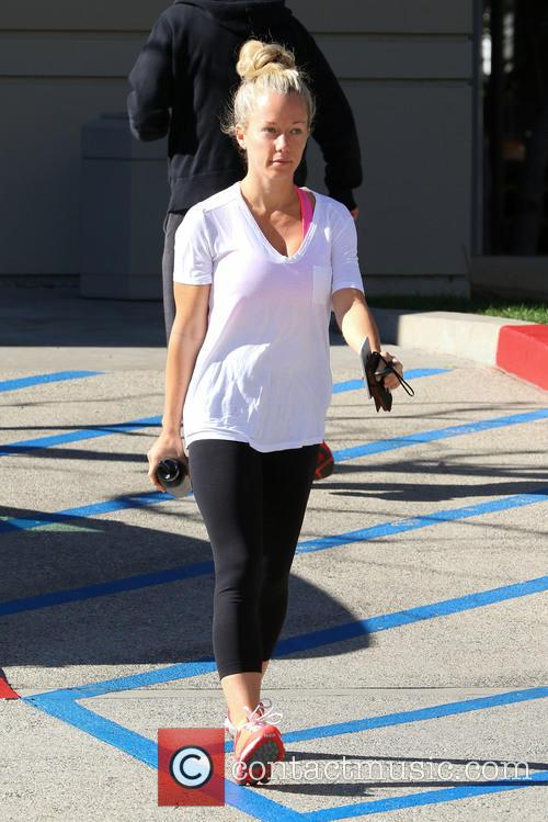 Make-up free Kendra Wilkinson hits the gym