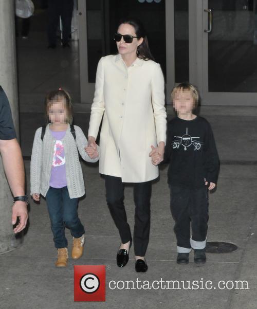 Angelina Jolie, Shiloh Jolie-pitt and Vivienne Jolie-pitt 2