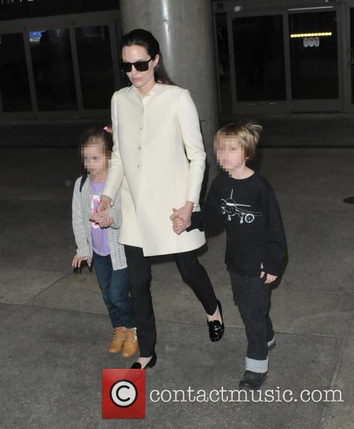 Angelina Jolie, Shiloh Jolie-pitt and Vivienne Jolie-pitt 5
