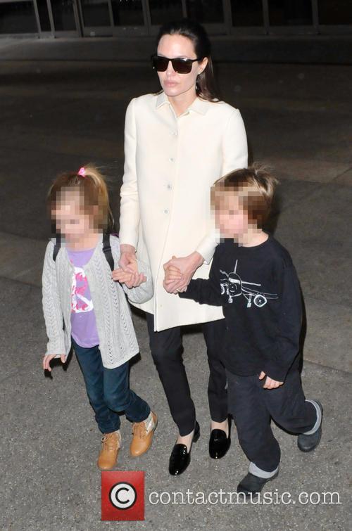 Angelina Jolie, Shiloh Jolie-pitt and Vivienne Jolie-pitt 11