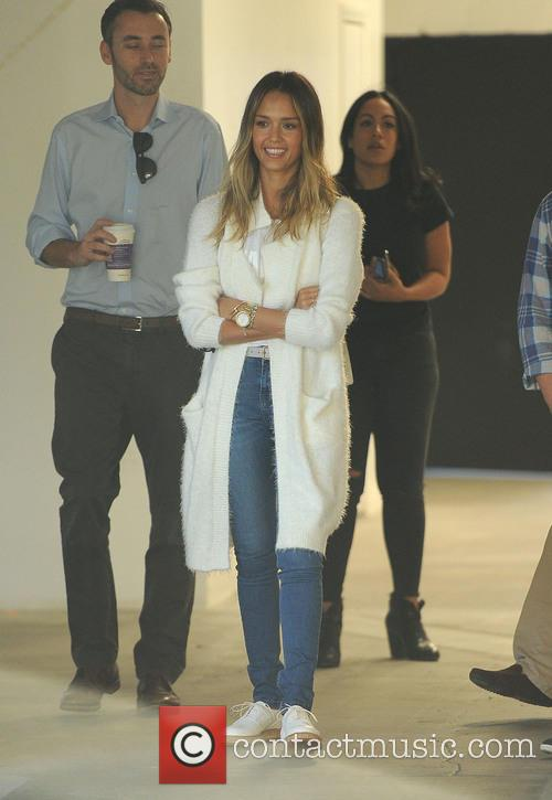 Jessica Alba looks at commercial real estate