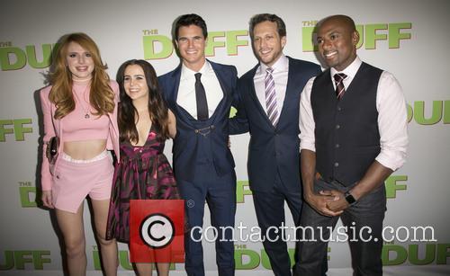 Bella Thorne, Mae Whitman, Robbie Amell, Ari Sandel and Romany Malco 6
