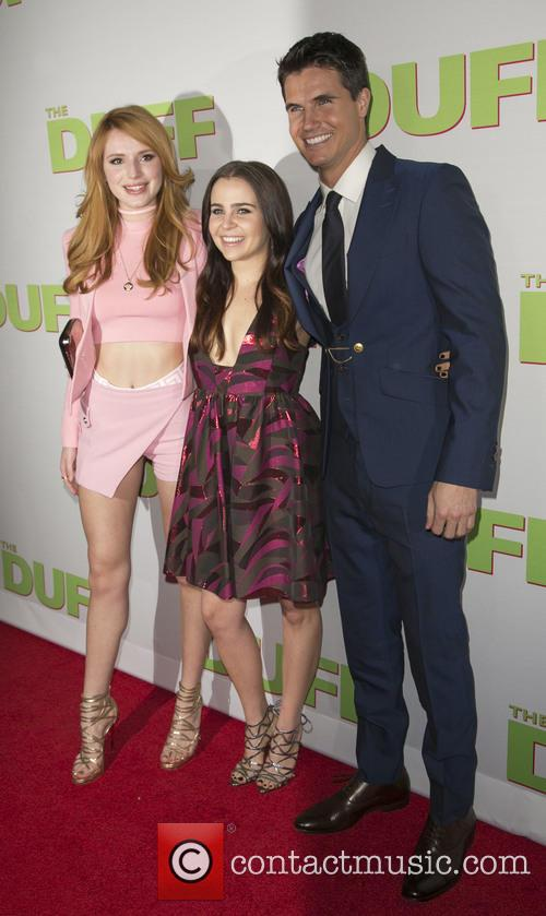 Bella Thorne, Mae Whitman and Robbie Amell 3