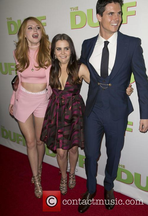 Bella Thorne, Mae Whitman and Robbie Amell 5