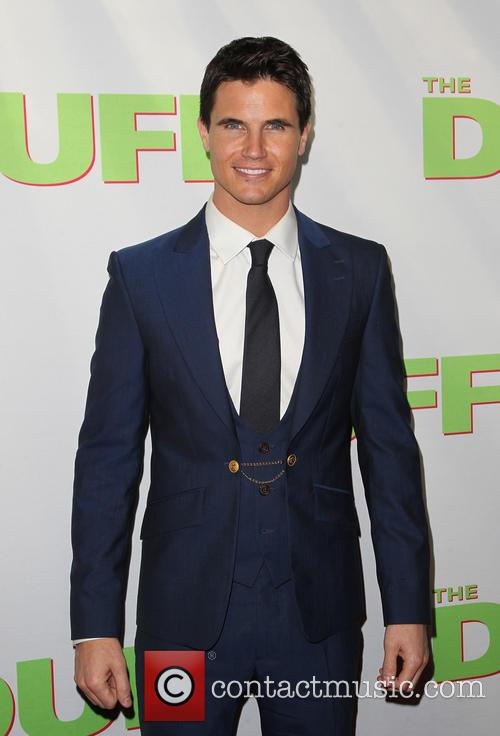 Robbie Amell 5