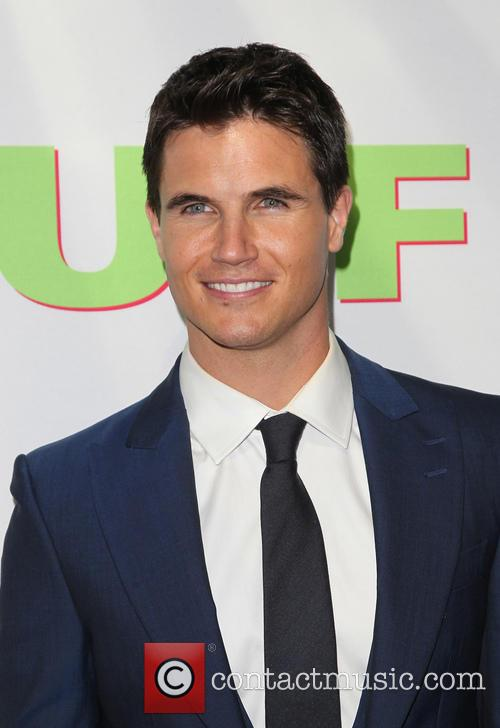 Robbie Amell 6