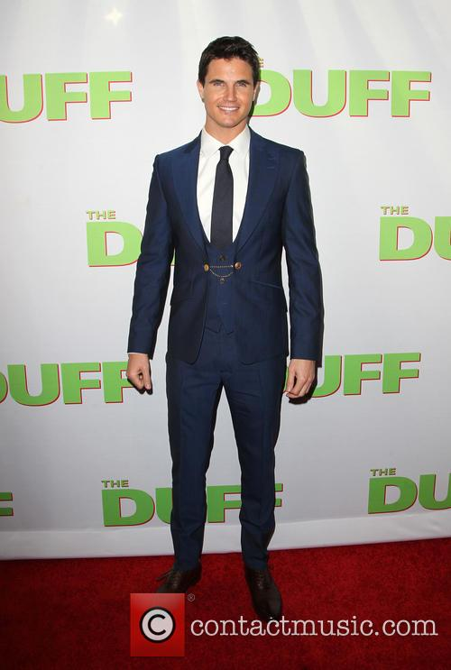 Robbie Amell 9