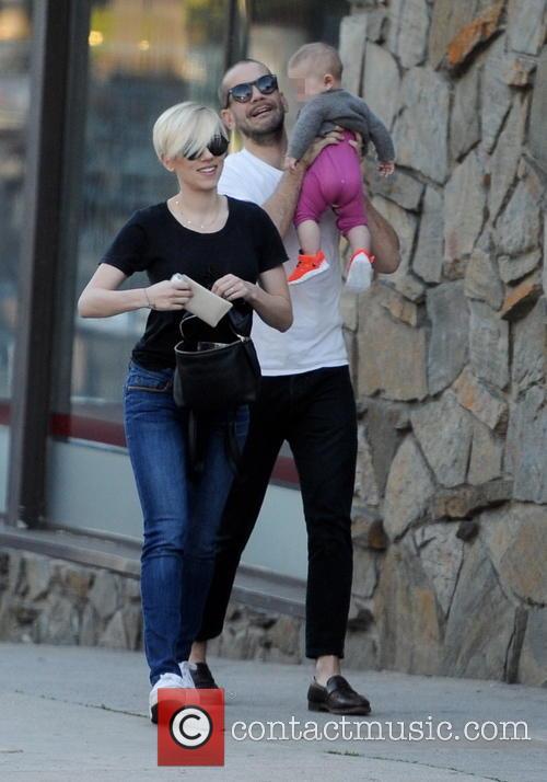 Scarlett Johansson, Romain Dauriac and Rose Dauriac 8