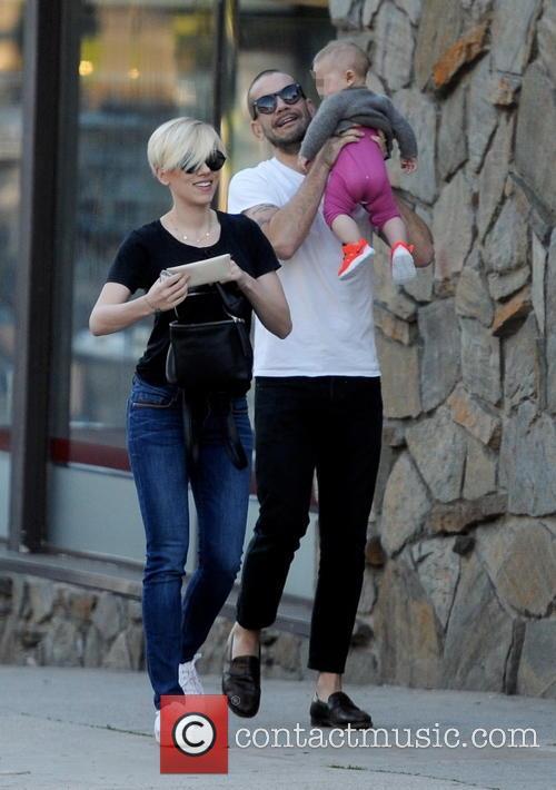 Scarlett Johansson, Romain Dauriac and Rose Dauriac 9
