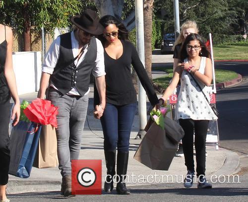 Zoe Saldana laden with shopping bags