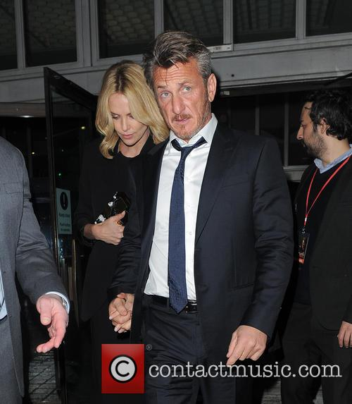 Charlize Theron and Sean Penn 7