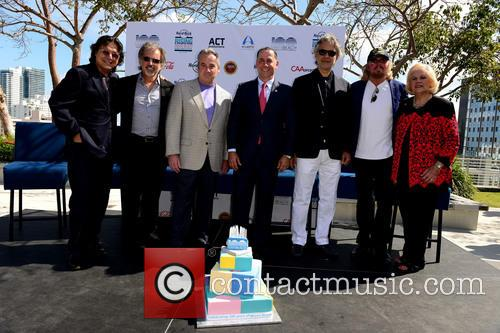 Rudy Perez, Bruce Orosz, James Allen, Philip Levine, Andrea Bocelli, Barry Gibb and Joy V.w. Malakoff 6