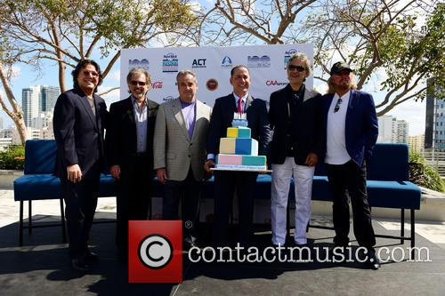Rudy Perez, Bruce Orosz, James Allen, Philip Levine, Andrea Bocelli and Barry Gibb 5