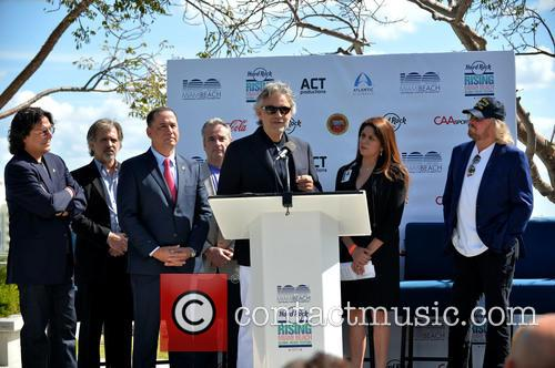 Rudy Perez, Bruce Orosz, Philip Levine, James Allen, Andrea Bocelli, Guest and Barry Gibb 2