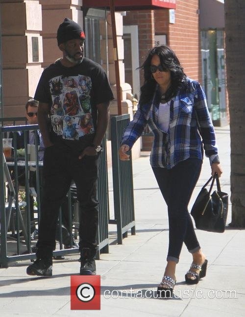Shawn Stockman with his wife go shopping