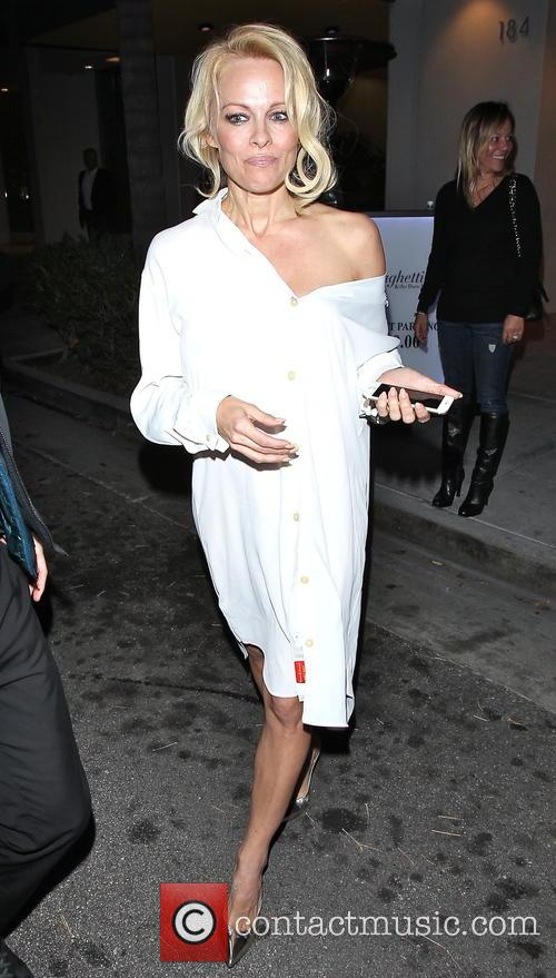Pamela Anderson leaves Spaghettini restaurant