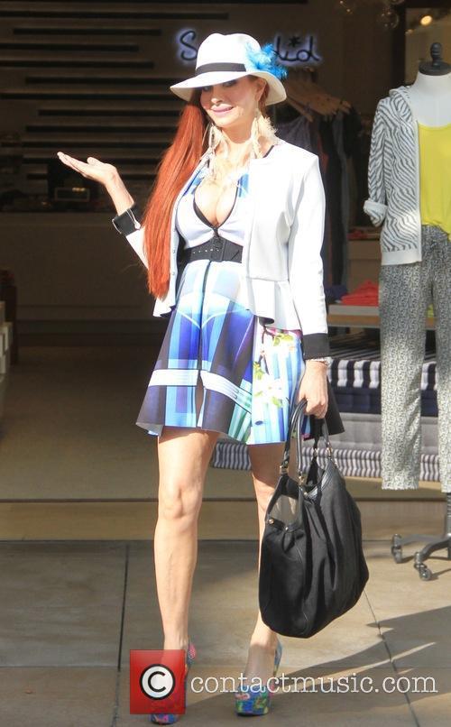 Phoebe Price goes shopping at Splendid