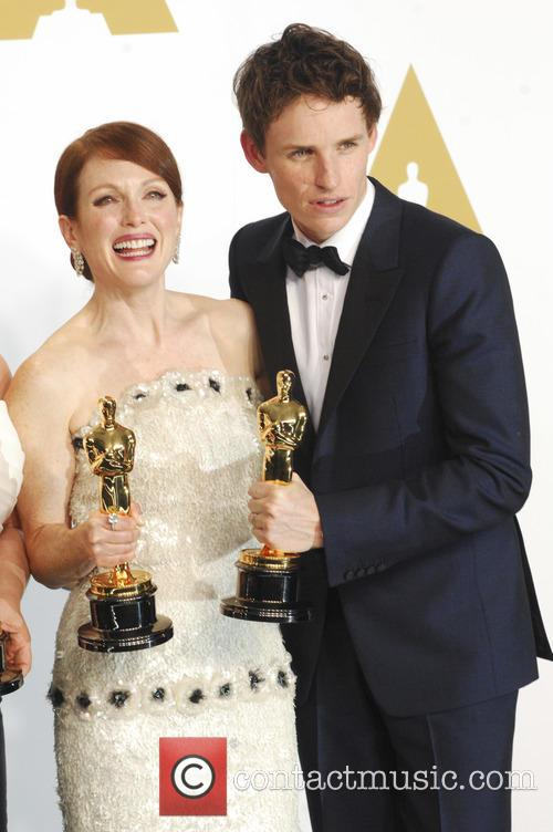 Julianne Moore and Eddie Redmayne 8