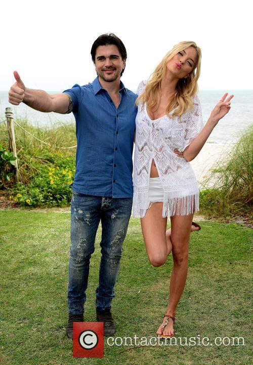 Juanes and Martha Hunt 10