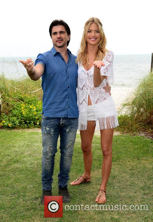 Juanes and Martha Hunt 11