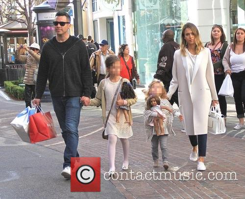 Jessica Alba, Cash Warren, Haven Garner Warren and Honor Marie Warren 9