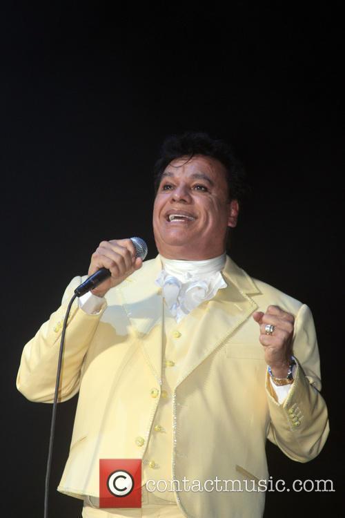 Juan Gabriel and Divo De Juarez 3