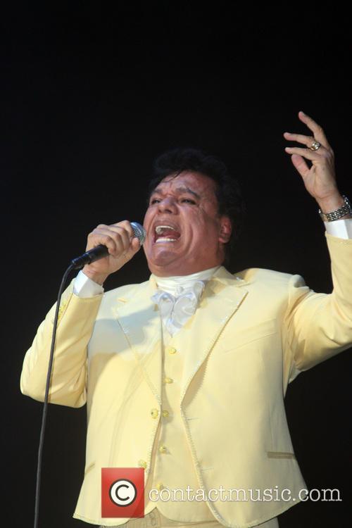 Juan Gabriel and Divo De Juarez 5