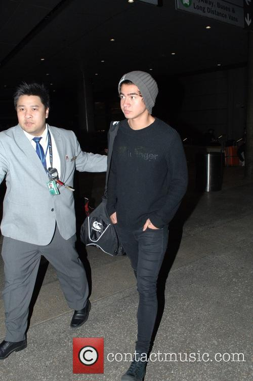 '5 Seconds of Summer' arrive Los Angeles International...