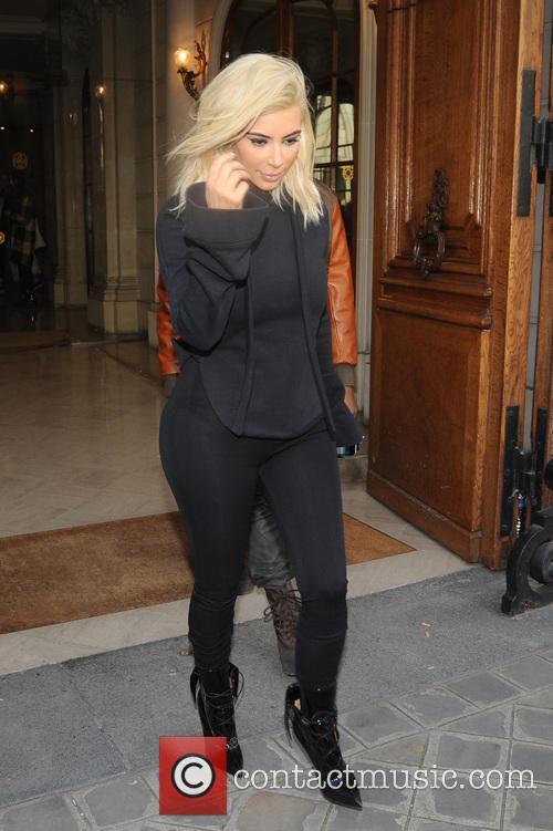 Kim Kardashian debuts blonde hair in Paris