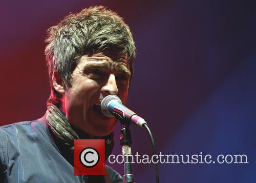Noel Gallagher and Noel Gallaghers High Flying Birds 9