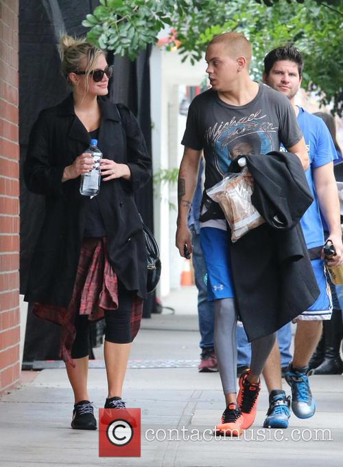 Ashlee Simpson and Evan Ross 7