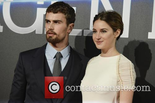 Theo James and Shailene Woodley 7