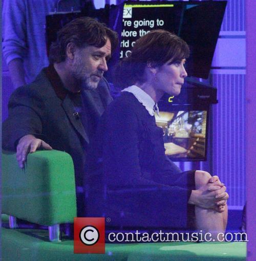 Olga Kurylenko and Russell Crowe 1