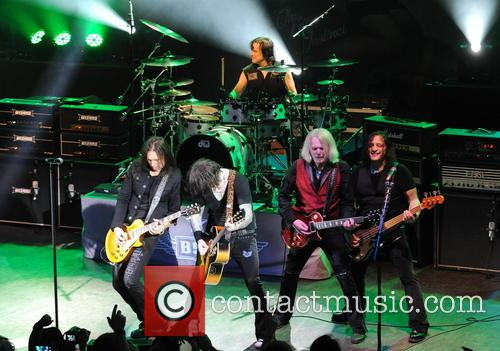 Damon Johnson, Ricky Warwick, Jimmy Degrasso, Scott Gorham and Robbie Crane 1